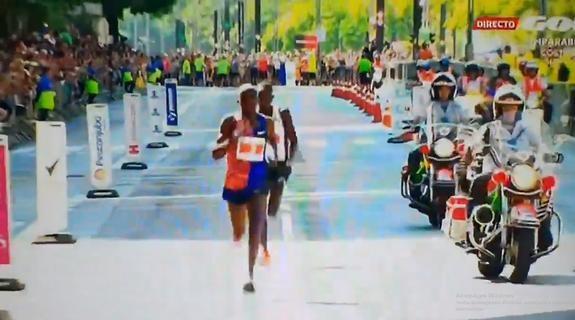 Ғалабани эрта нишонлаган спортчи маррани бериб қўйди (видео)