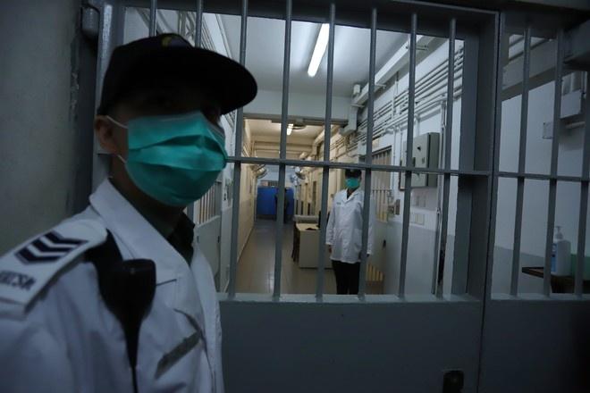 Более 500 преступников в пяти китайских тюрьмах заразились коронавирусом