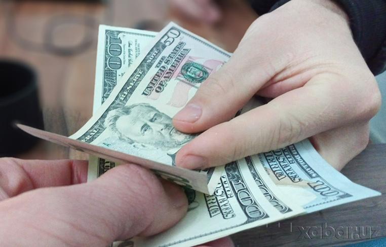 Новые курсы валют: доллар и евро подешевели