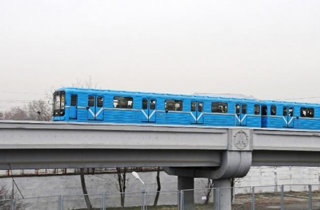 Тошкентда метро поезди бузилиб қолди