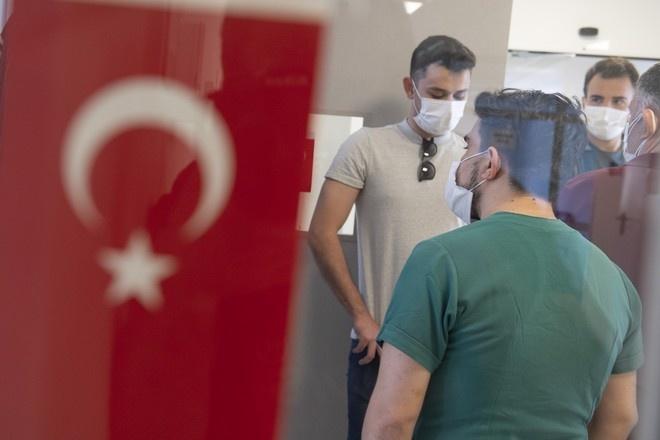 Turkiya koronavirus tufayli cheklovlarni qachon bekor qilishini ma'lum qildi