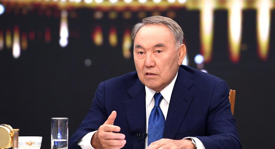 Казахи массово закупились долларами после отставки Назарбаева