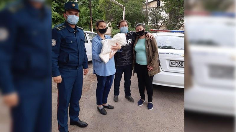 Сотрудники ГУВД помогли молодой маме с новорожденной дочкой вернуться домой
