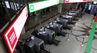 Халқаро аэропортдаги божхона хизмати.