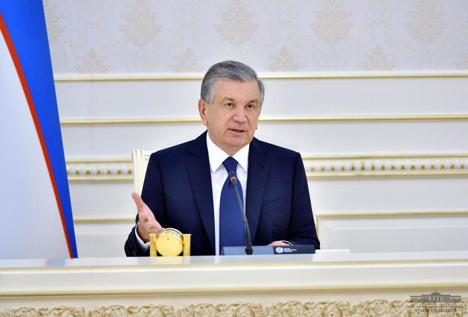 Шавкат Мирзиёев отметил необходимость вывести из бедности более 100 тысяч семей в трех областях