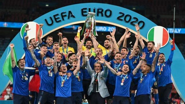 Евро-2020: Янги чемпион пеналтилар сериясида аниқланди!