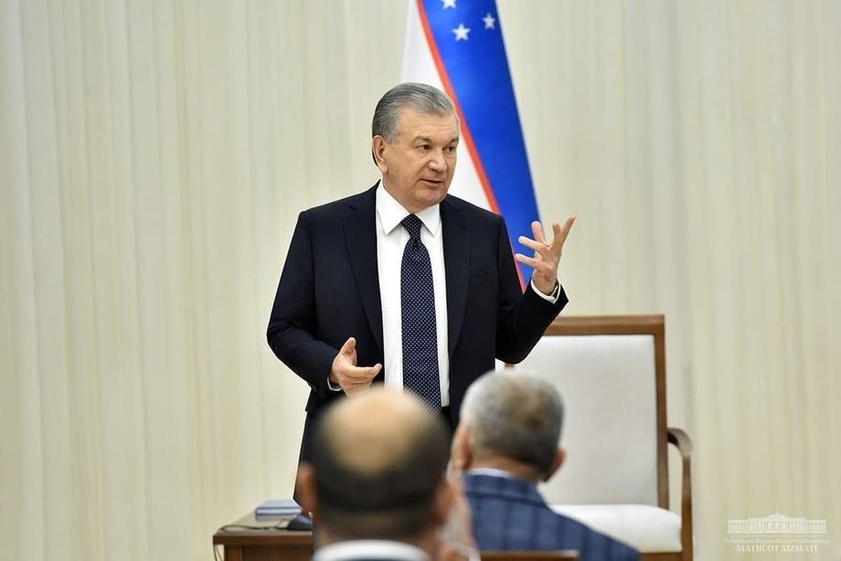 Shavkat Mirziyoyev Olot tumani markazida yig'ilish o'tkazdi (foto)