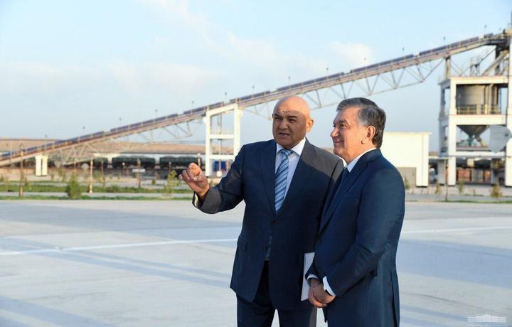 Президент йирик цемент заводи билан танишди