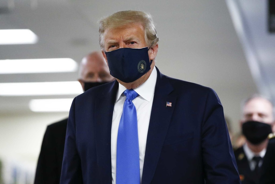 Трамп ниқоб тақиш вақт-соати келганини айтди
