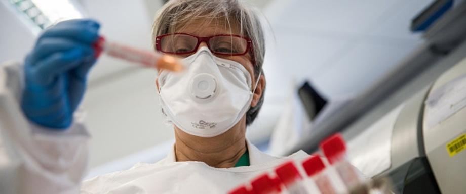Названы пять биомаркеров крови, говорящих о повышенных рисках при COVID-19