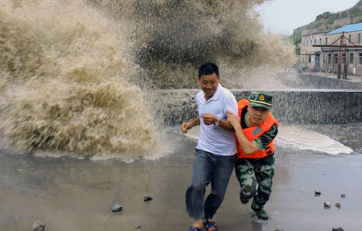 Япония готовится к нашествию тайфуна «Джеби»