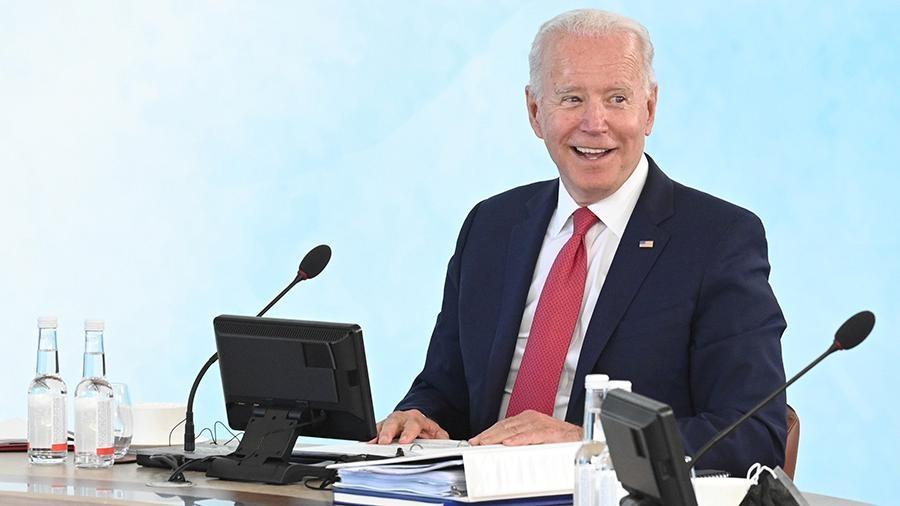 Байден G7 саммитида қироллик протоколини бузди