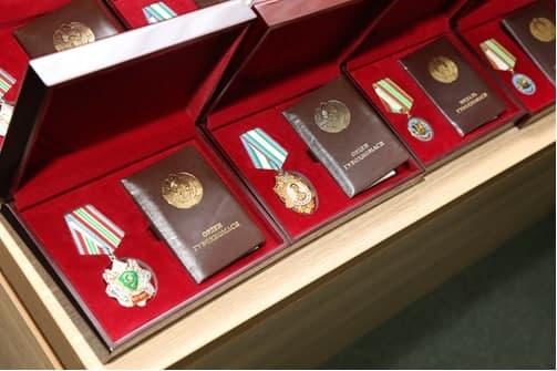 Группе сотрудников СГБ вручены высокие награды