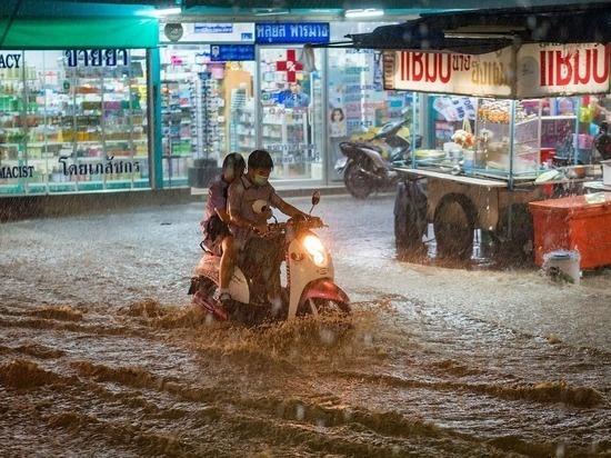 В Китае число жертв сильнейшего наводнения выросло до 33 человек