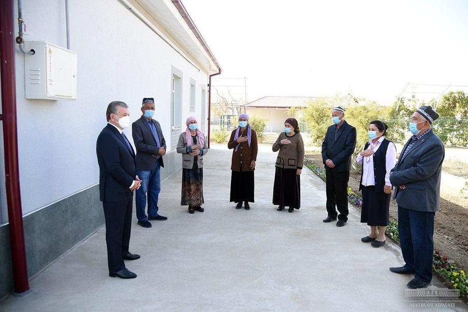 Президент аҳоли билан суҳбатда бўлди (фото)