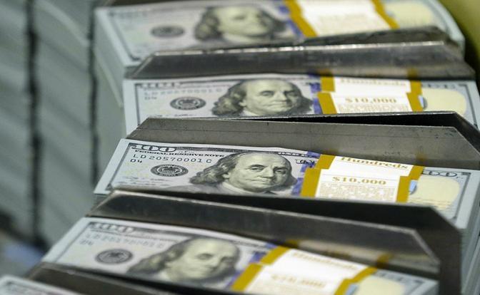 Фарғонада «Халқ банки» бошқарувчиси банк сейфидан 100 минг доллар ўмарди